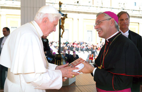 Bishop taylor presents lr catholic study bible to pope arkansas losservatore romano m4hsunfo