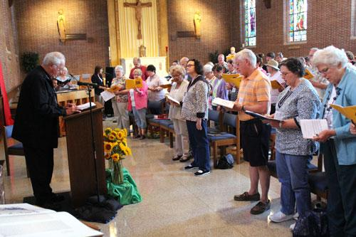 125 participants pray and sing during the second day of Little Rock Scripture Study's 25th annual Bible Institute at St. John Center in Little Rock. (Dwain Hebda photo)