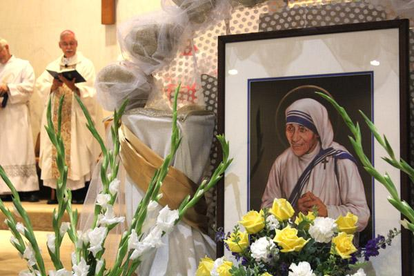 A portrait of St. Teresa of Kolkata adorns the lectern at Our Lady of Good Counsel Church in Little Rock during Mass Sept. 5. Bishop Anthony B. Taylor celebrated the bilingual Mass one day after Pope Francis canonized Mother Teresa in Rome. (Dwain Hebda / Arkansas Catholic file)