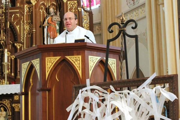 Father Greg Luyet, St. Edward Church pastor, delivers closing remarks in which he recognized parishioner Nita Danaher for launching the Mary Undoer of Knots Prayer Project. Danaher was inspired to bring the project to Arkansas by Pope Francis' devotion. (Dwain Hebda photo)