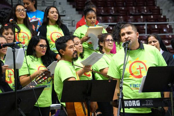 Jose Galvan of Fort Smith (foreground, right) sings with the combined choir for the Encuentro Mass. (Malea Hargett photo)