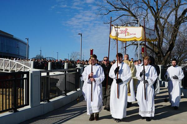 The second annual Eucharistic Procession for Life heads into Riverfront Park in downtown Little Rock. Hundreds processed on the mile-and-a-half walk Jan. 19. (Malea Hargett photo)