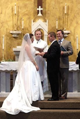 Lub neej ua neeg ntseeg Sacr-serv_marriage_pic